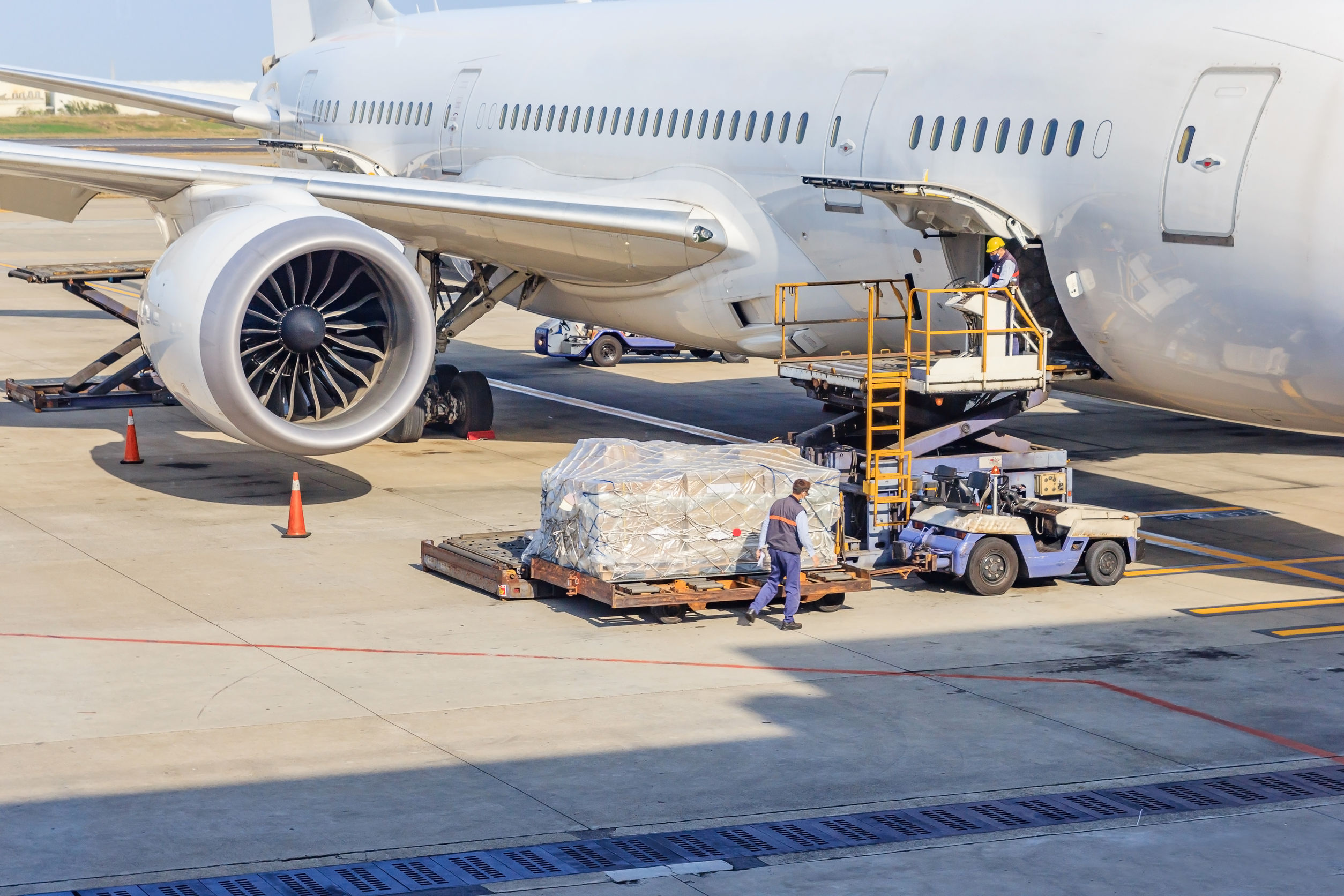 Loading cargo onto an airplane
